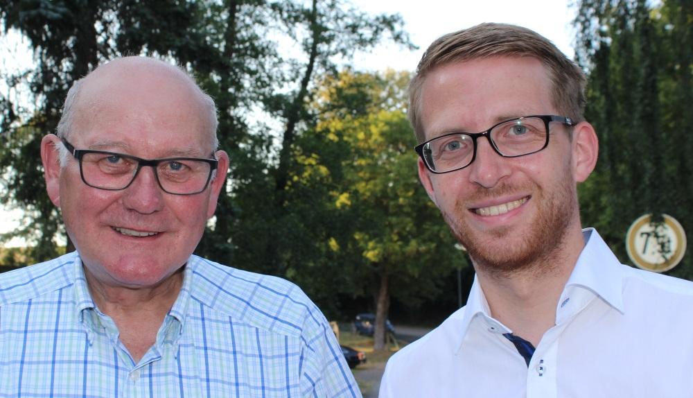 Verhandeln in Wiesbaden über Koalitionsvertrag zwischen CDU und Grünen: Landtagsabgeordneter Kurt Wiegel und sein Nachfolger Michael Ruhl (rechts).